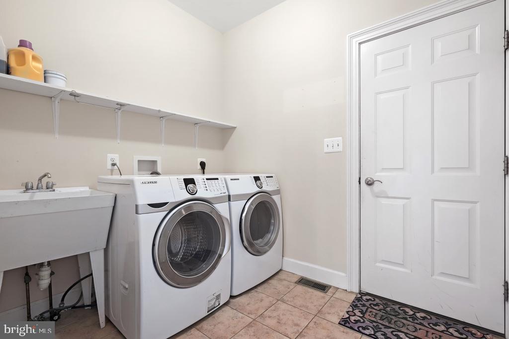 Laundry - 14868 CIDER MILL RD, HILLSBORO