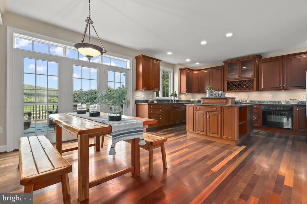Breakfast area & kitchen - 14868 CIDER MILL RD, HILLSBORO