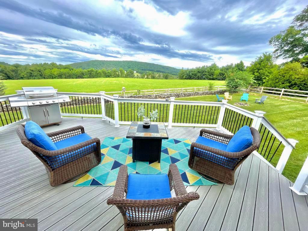Beautiful deck with views. An entertainers delight - 14868 CIDER MILL RD, HILLSBORO