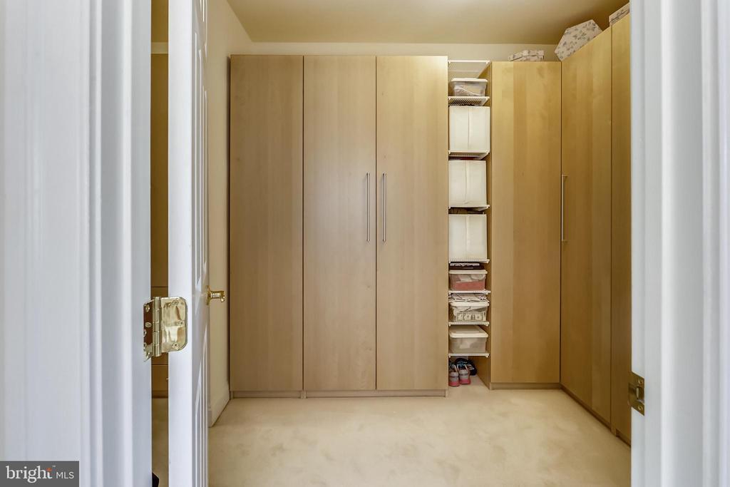 Built in closets and shelving - 8619 TERRACE GARDEN WAY, BETHESDA