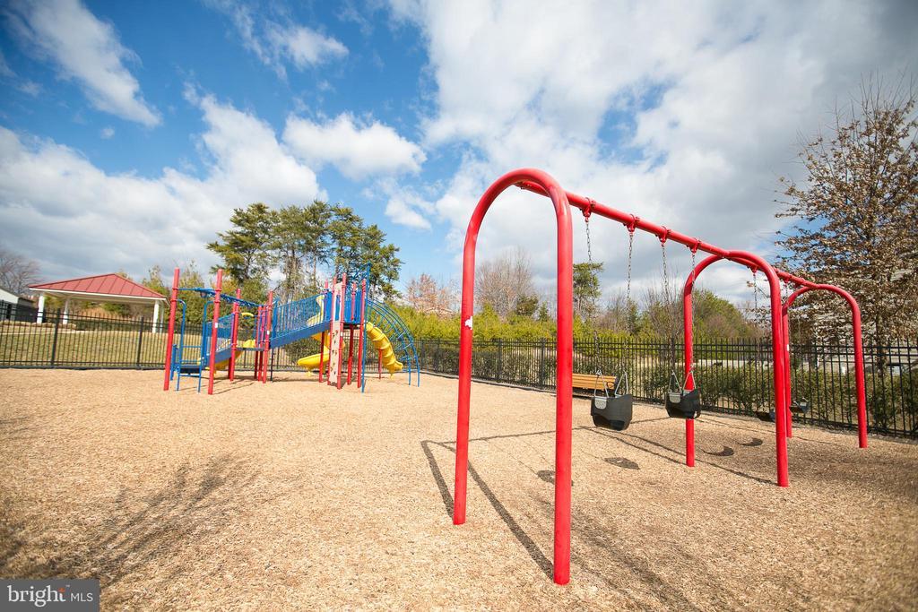 Neighborhood playground - 42 HUNTING CREEK LN, STAFFORD