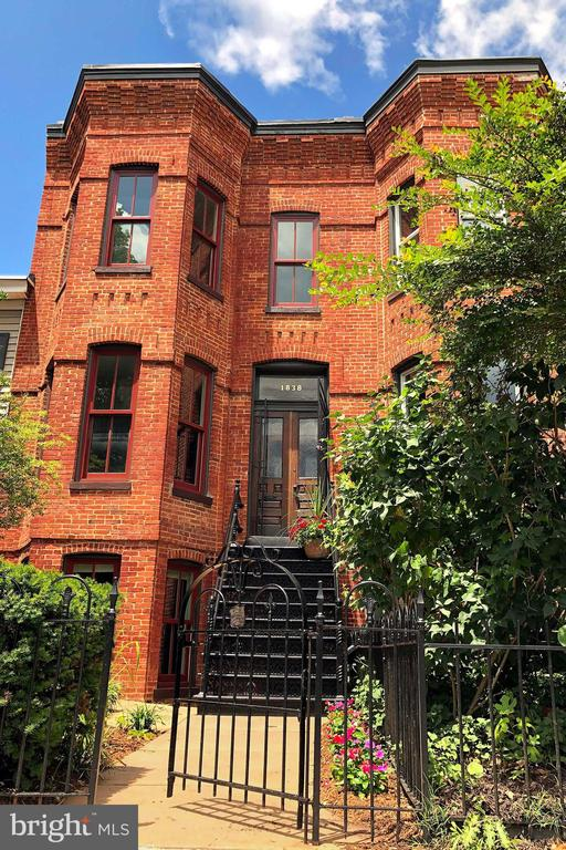 Steps to all that Shaw, Logan, 14&U have to offer - 1838 VERMONT AVE NW, WASHINGTON