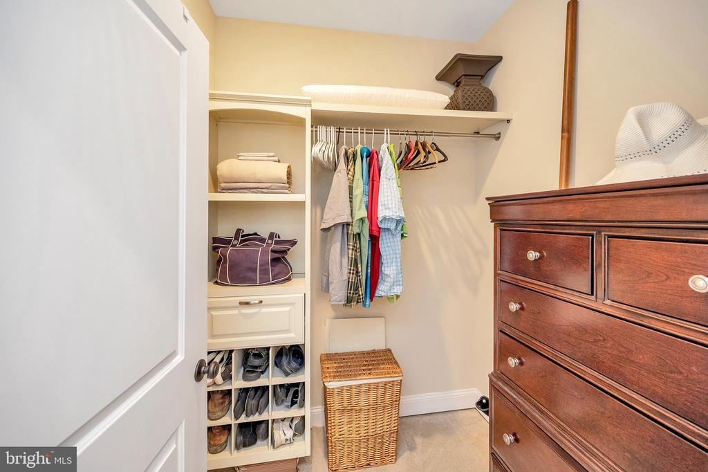 main level bedroom walk in closet - 108 BEACHSIDE CV, LOCUST GROVE