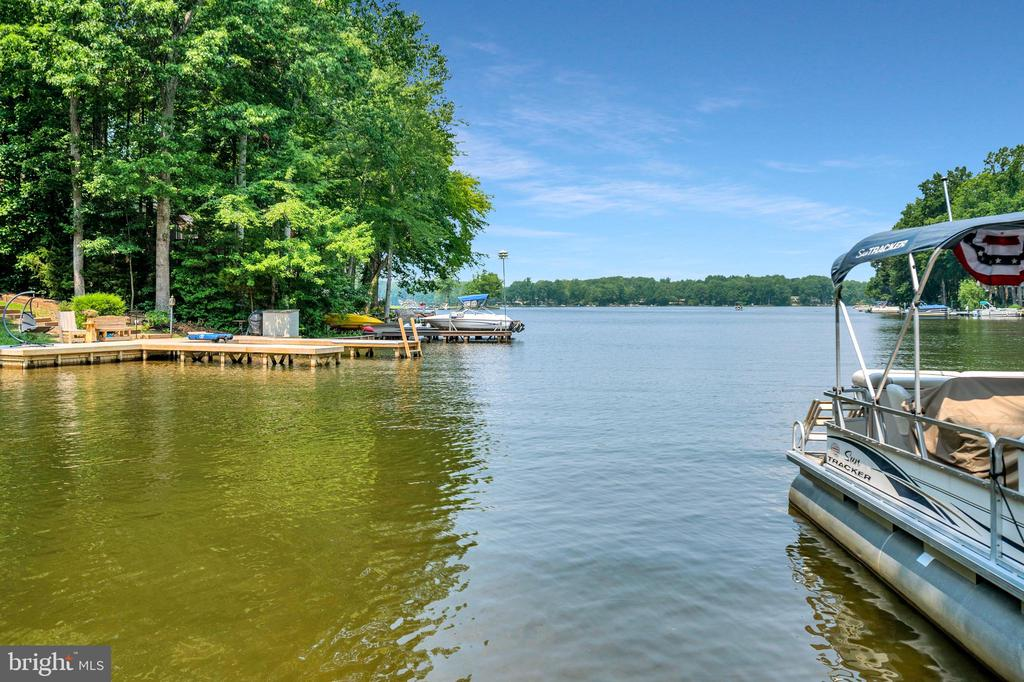 stairs into the lake-or jump in!! - 108 BEACHSIDE CV, LOCUST GROVE