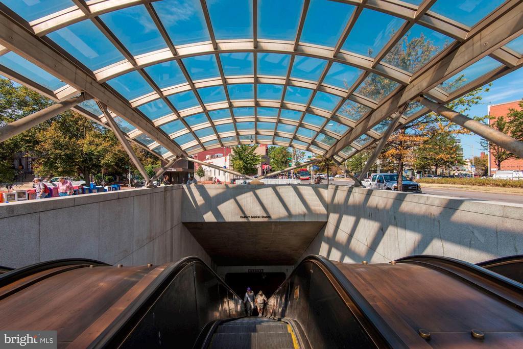 Eastern Market Metro - 709 E CAPITOL ST SE, WASHINGTON