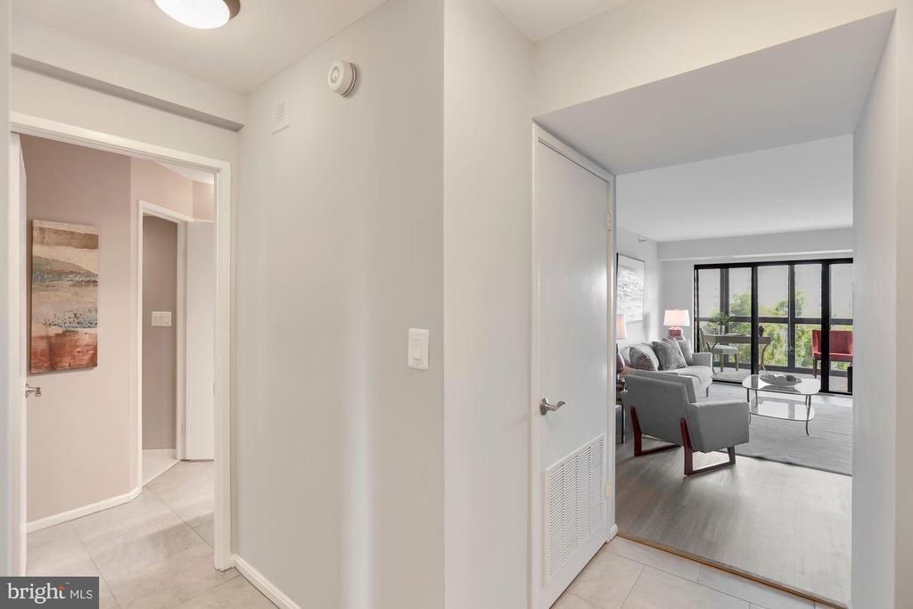 Foyer - 1600 N OAK ST #624, ARLINGTON