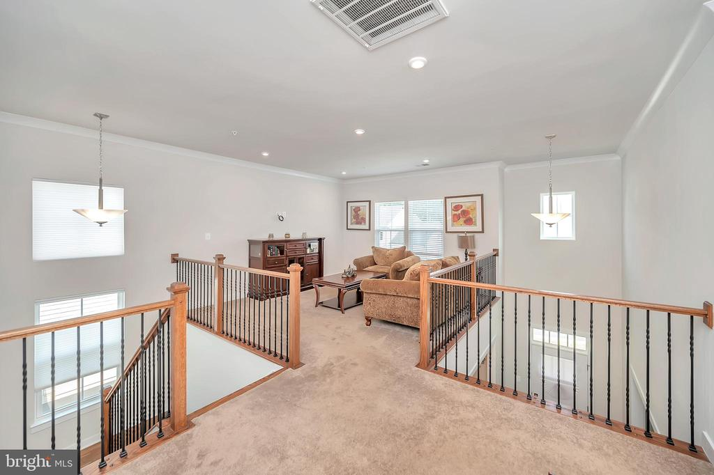 Upstairs Loft - 17152 BELLE ISLE DR, DUMFRIES