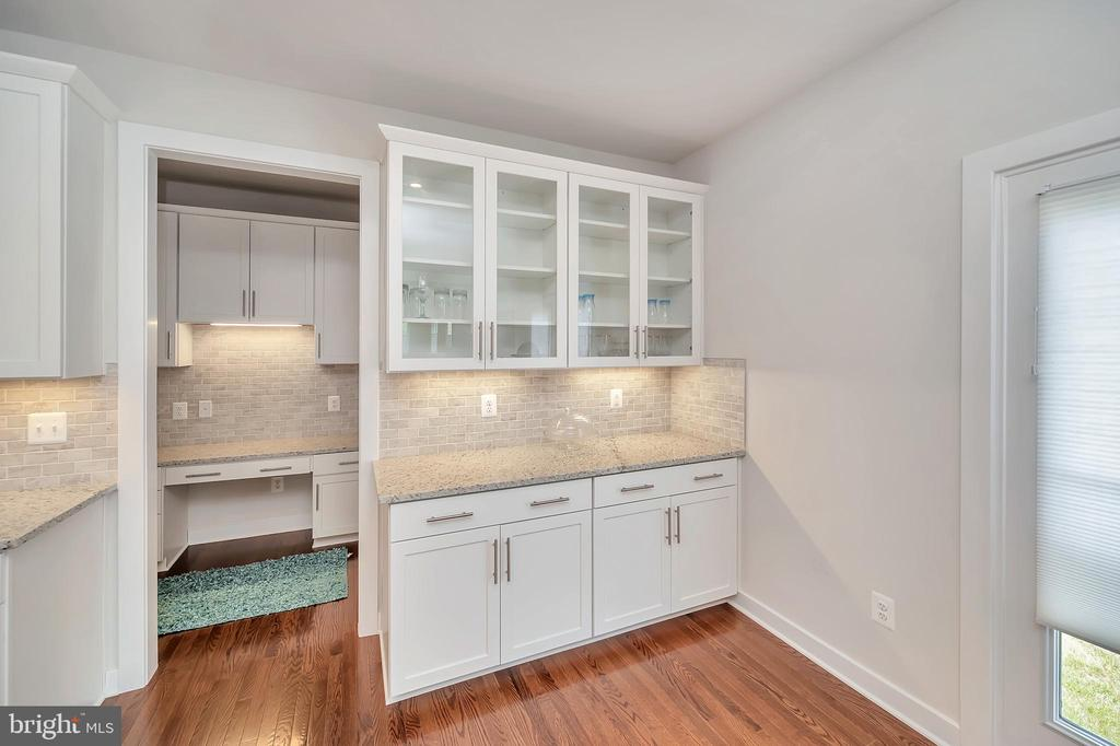 Additional Cabinets and Counter Space - 17152 BELLE ISLE DR, DUMFRIES