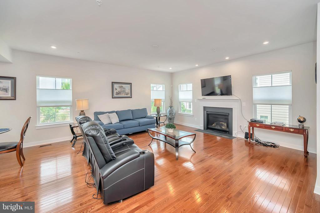 Spacious Family Room - 17152 BELLE ISLE DR, DUMFRIES