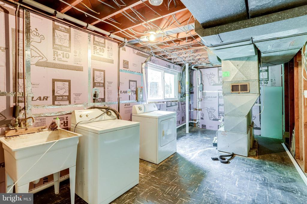 2nd Washer and Dryer in basement - 4005 LAKE BLVD, ANNANDALE