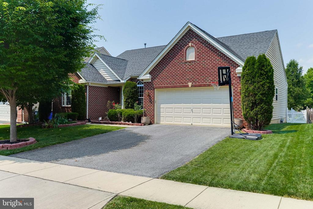Welcome Home! - 111 MAROON CT, FREDERICK