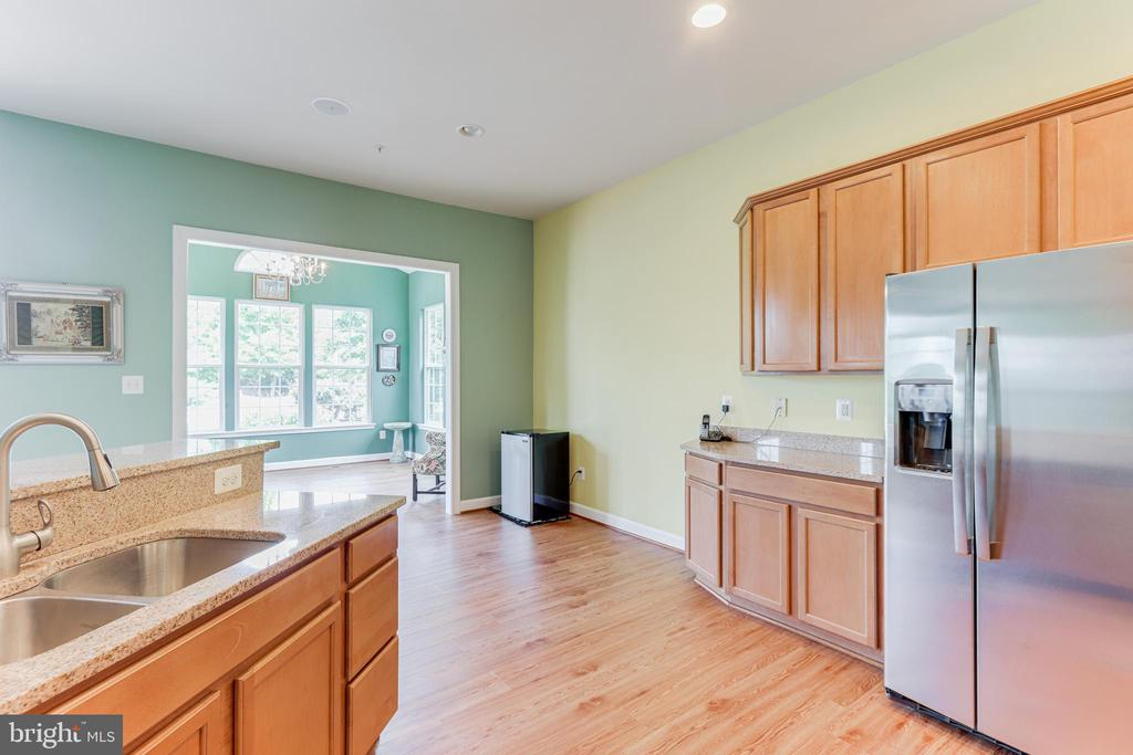 Kitchen with view of breakfast area - 111 MAROON CT, FREDERICK