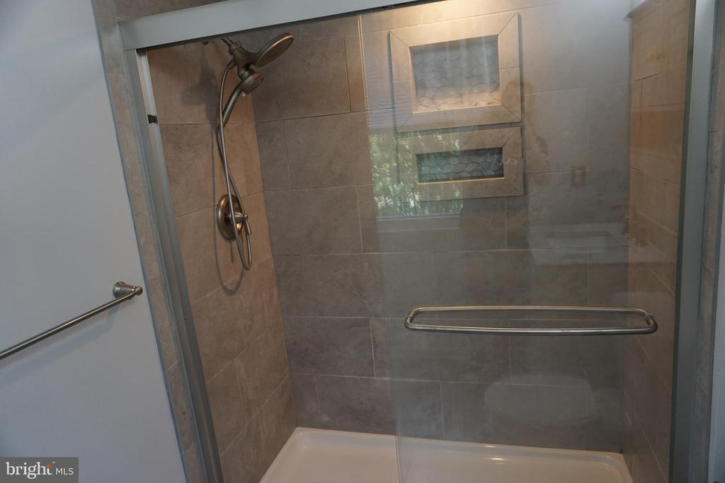 EN SUITE BATH - 310 OLD DOMINION AVE, HERNDON