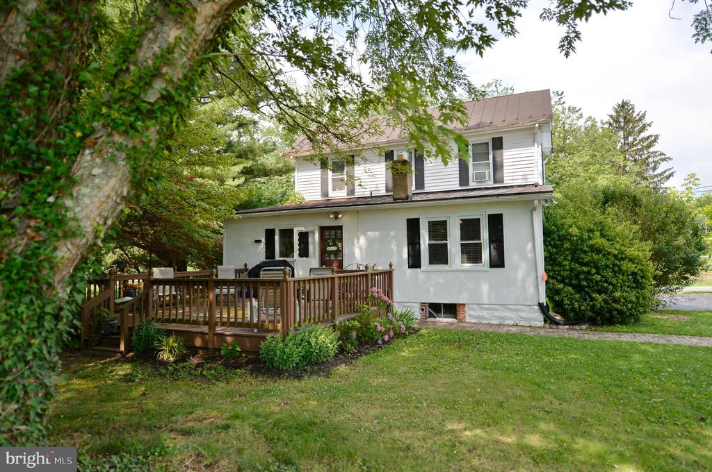 Back of home with shaded deck - 410 S NURSERY AVE, PURCELLVILLE