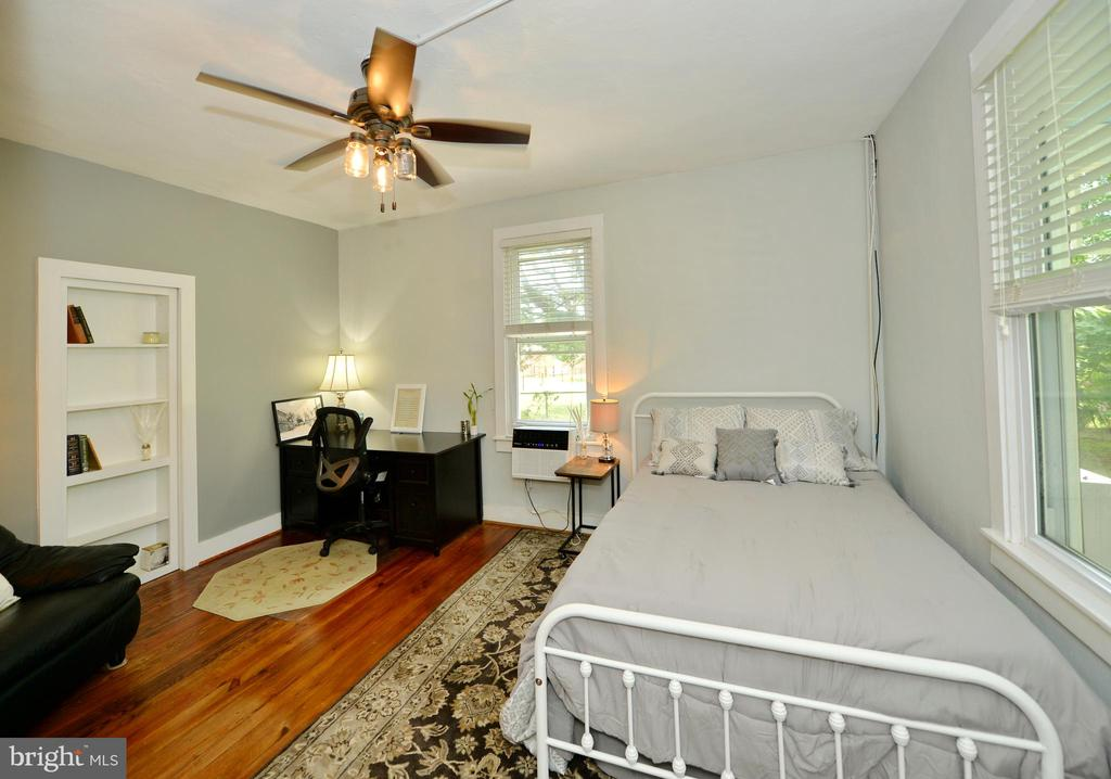 Main level bedroom - 410 S NURSERY AVE, PURCELLVILLE