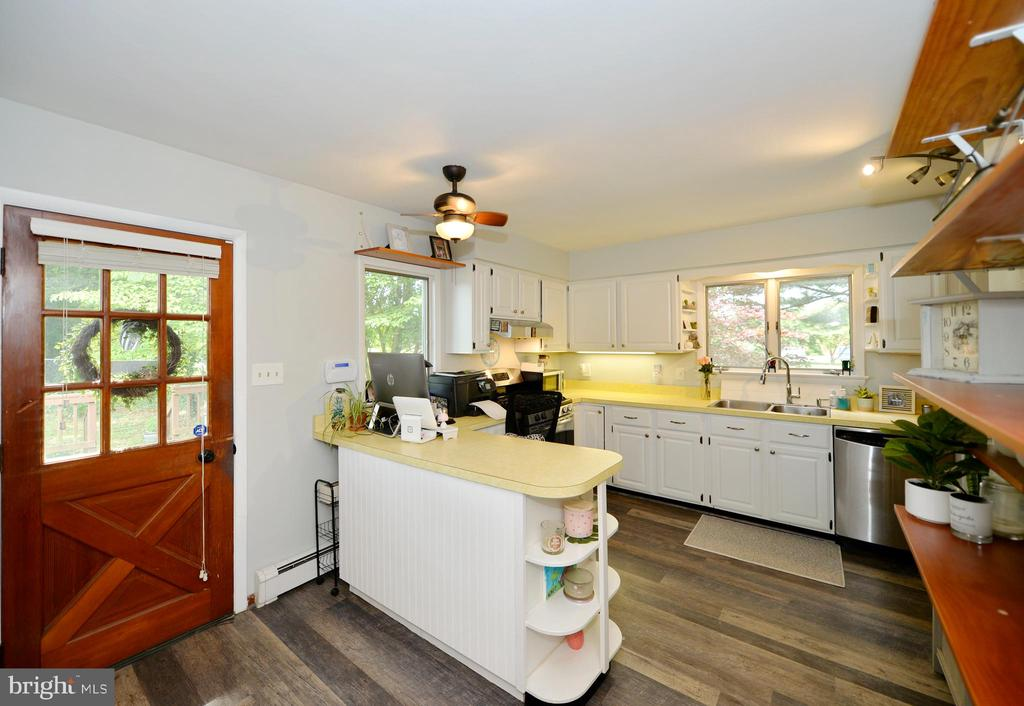 Kitchen with French door to deck - 410 S NURSERY AVE, PURCELLVILLE