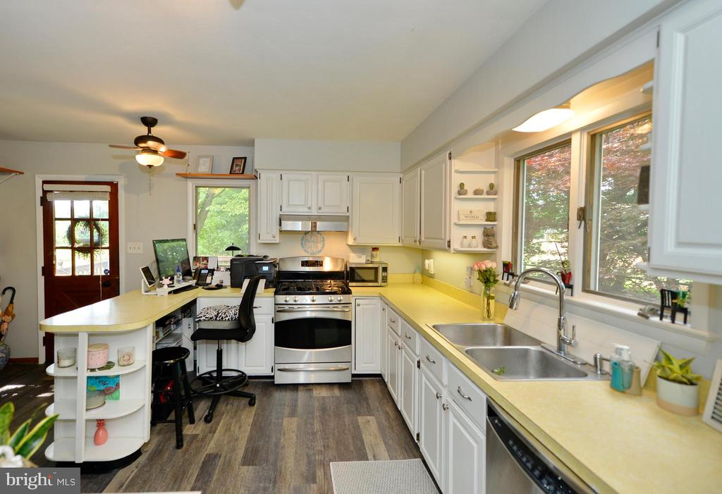Kitchen view 5 - 410 S NURSERY AVE, PURCELLVILLE
