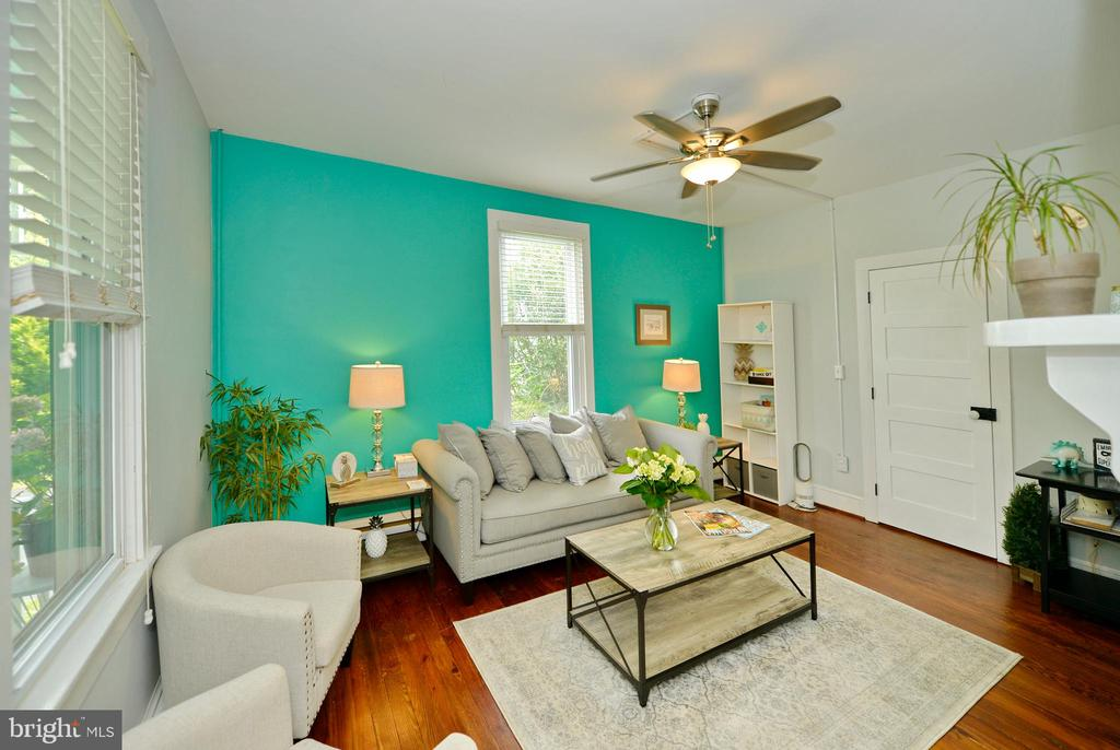 Formal living room - 410 S NURSERY AVE, PURCELLVILLE