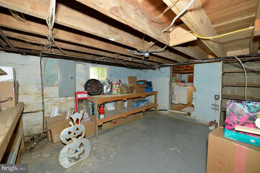 Lower level - 410 S NURSERY AVE, PURCELLVILLE