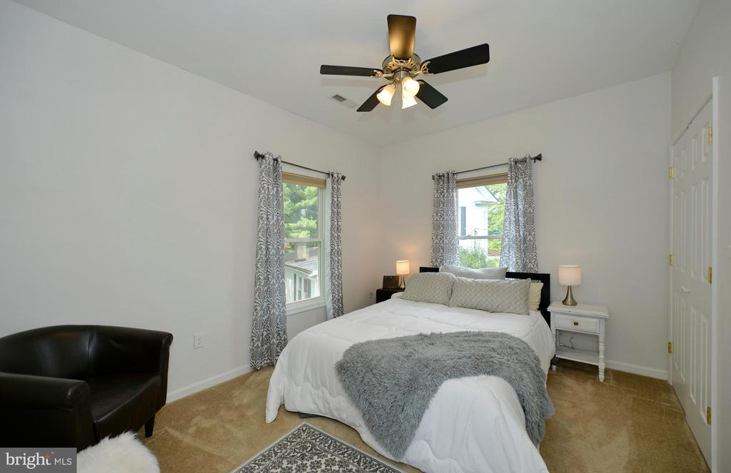 Spacious bedroom - 410 S NURSERY AVE, PURCELLVILLE