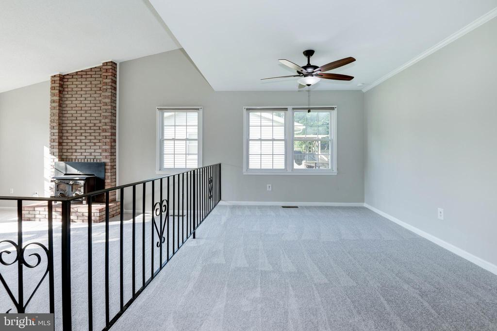 Light and bright living and dining room - 509 VALLEY VIEW AVE SW, LEESBURG