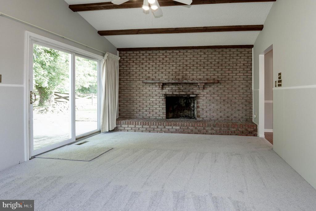 Family room with wood burning fireplace - 509 VALLEY VIEW AVE SW, LEESBURG