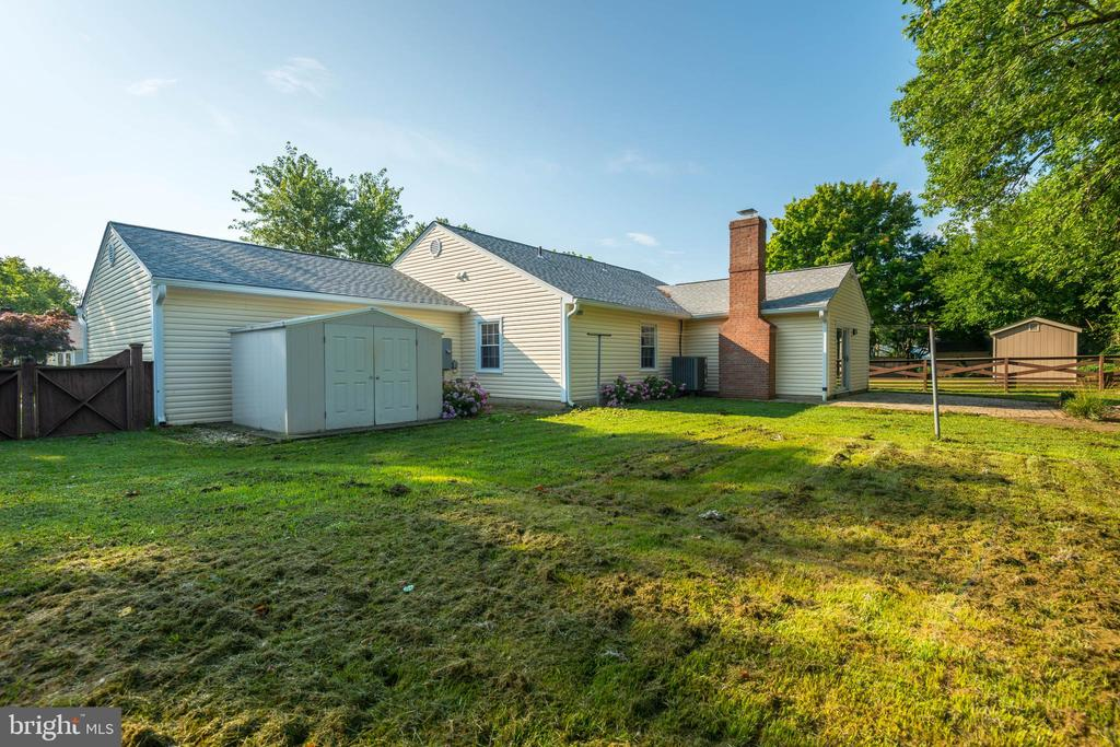 Large backyard with shed - 509 VALLEY VIEW AVE SW, LEESBURG