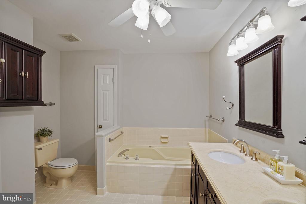 Primary bath - 8017 GALLA KNOLL CIR, SPRINGFIELD