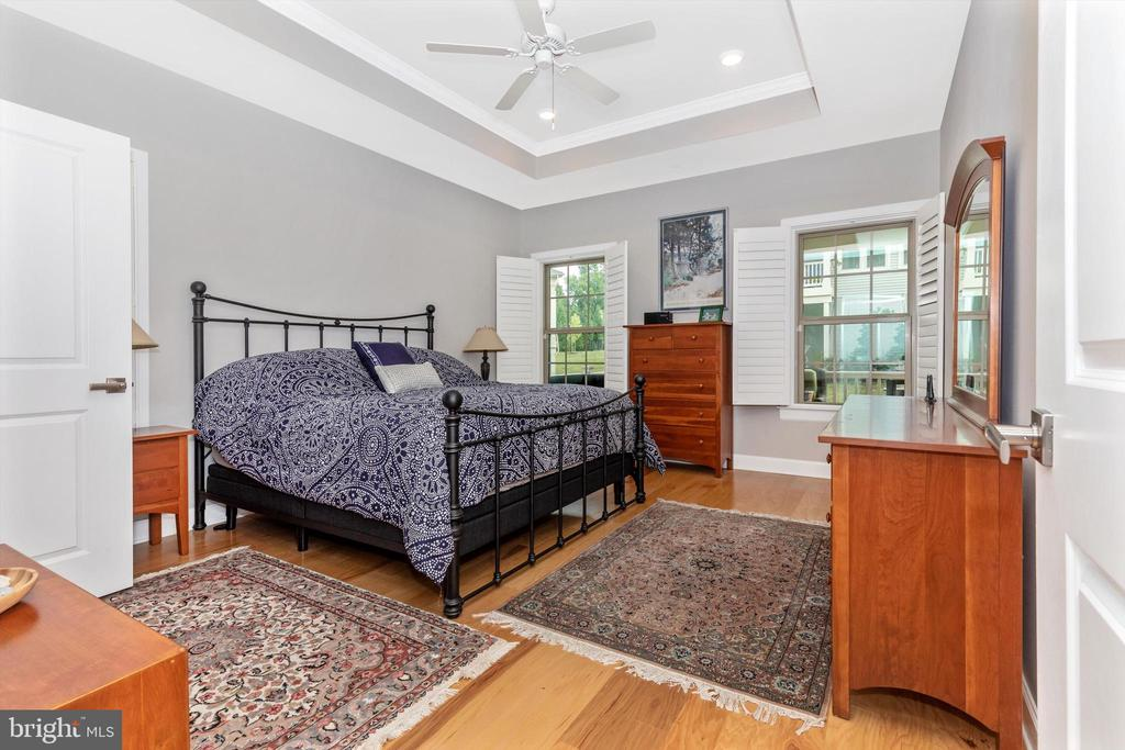 Main floor primary bedroom with tray ceiling! - 3835 FULHAM RD, FREDERICK