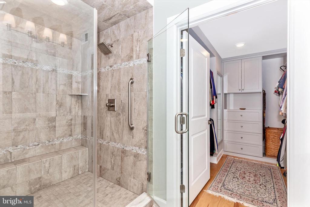 Tiled shower w/frameless glass & dual shower heads - 3835 FULHAM RD, FREDERICK