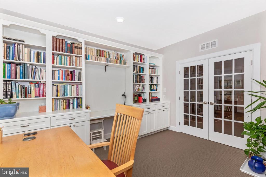 Custom cabinetry and shelving with built-in desk - 3835 FULHAM RD, FREDERICK