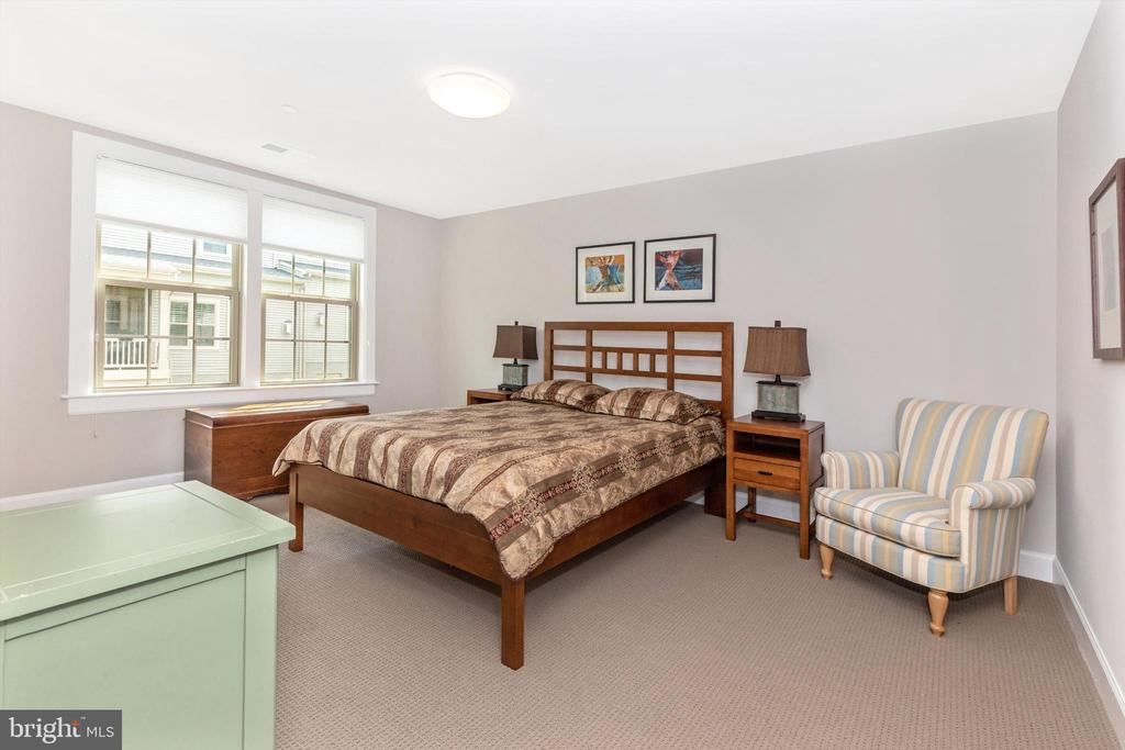 Upper level bedroom 2 with walk-in closet - 3835 FULHAM RD, FREDERICK