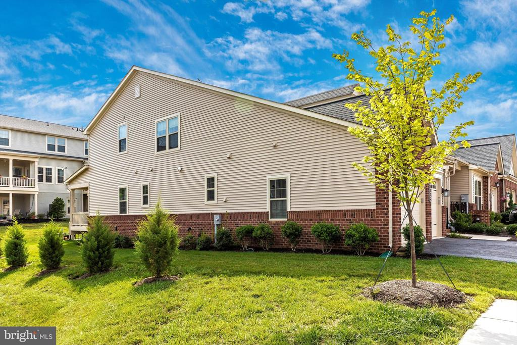 End unit with brick water ledge and extra windows - 3835 FULHAM RD, FREDERICK