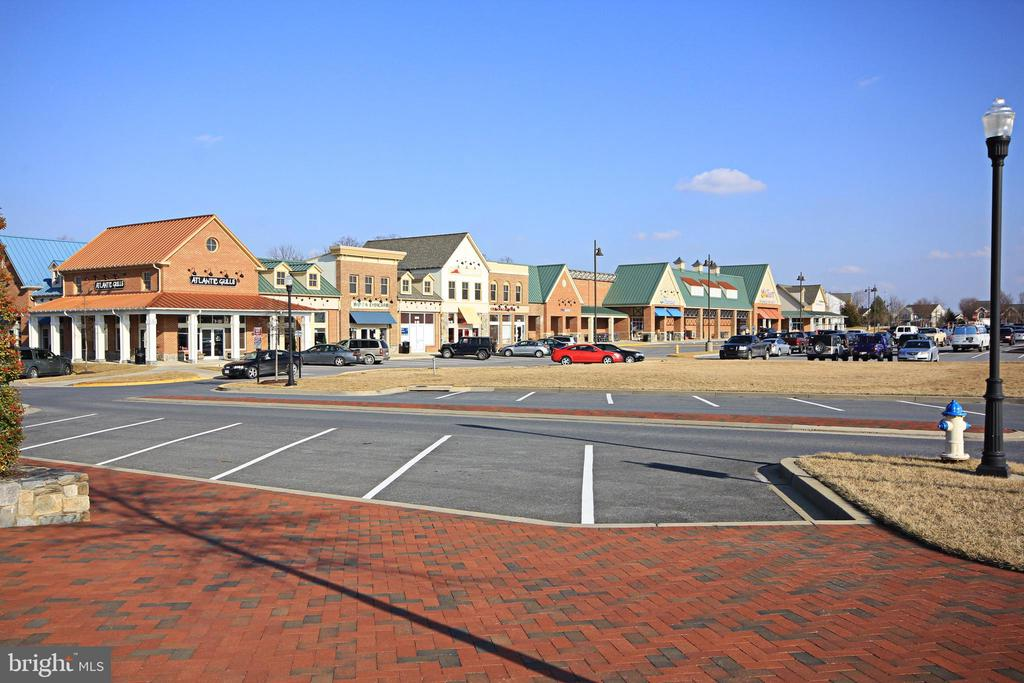 Walk to dining and shopping - 3835 FULHAM RD, FREDERICK