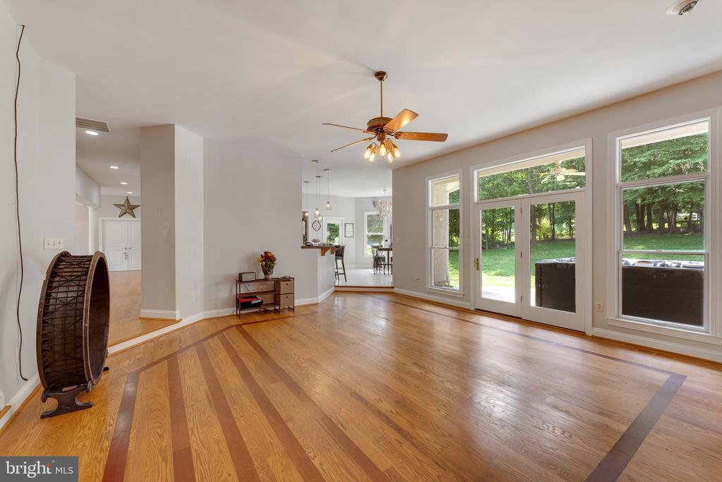 Family room opens to the kitchen - 4346 BASFORD RD, FREDERICK