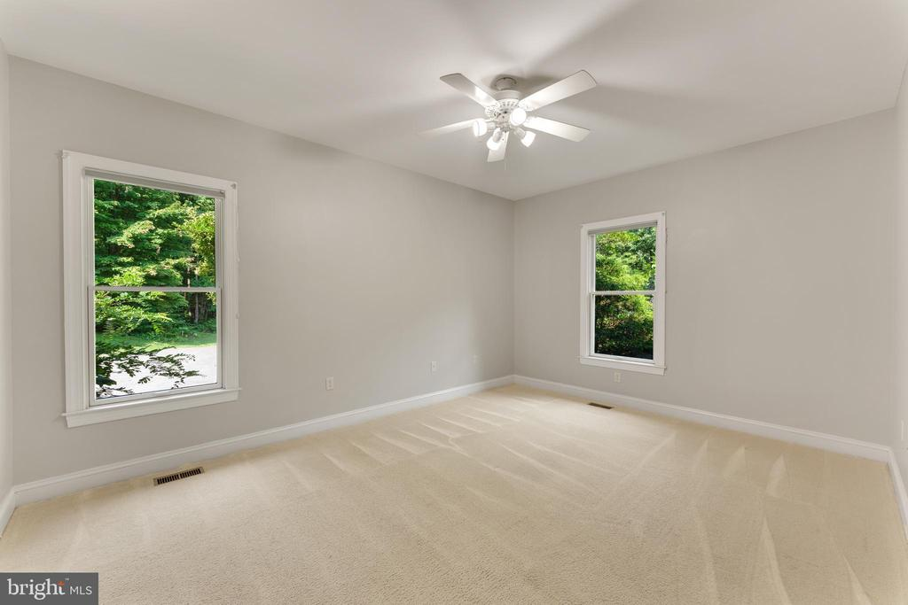 4th bedroom suite - 4346 BASFORD RD, FREDERICK