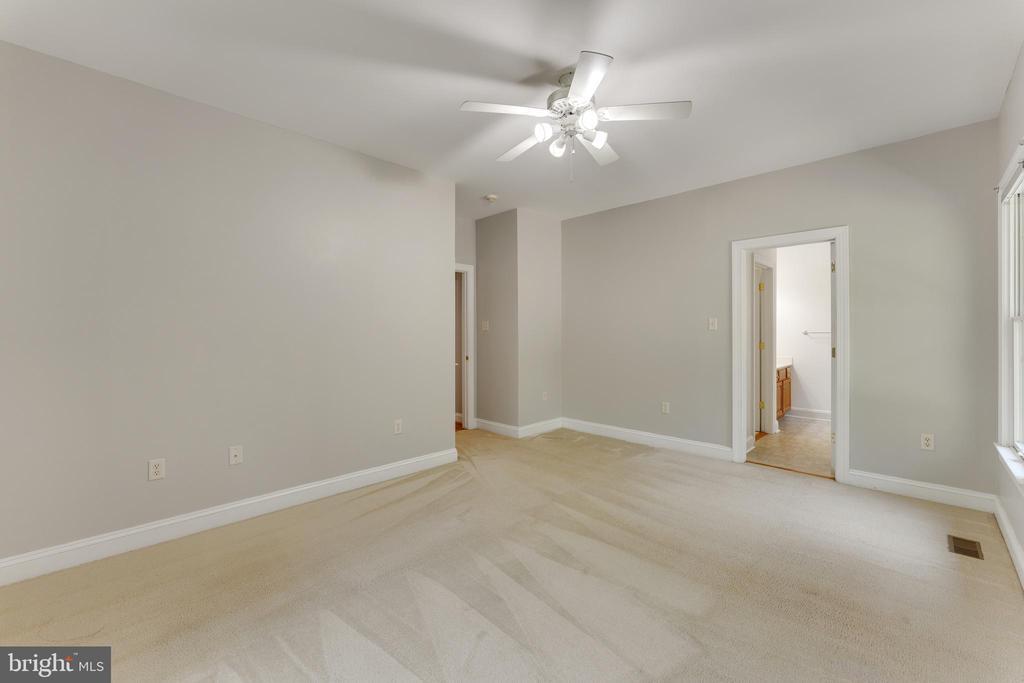 Wall to wall carpet - 4346 BASFORD RD, FREDERICK