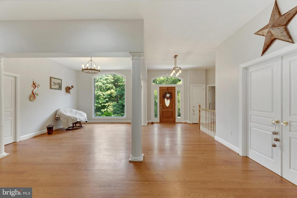 Dining room is open to the foyer and living room - 4346 BASFORD RD, FREDERICK