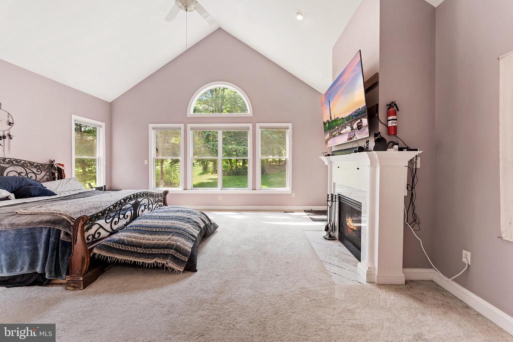 Vaulted ceilings and huge custom windows - 4346 BASFORD RD, FREDERICK