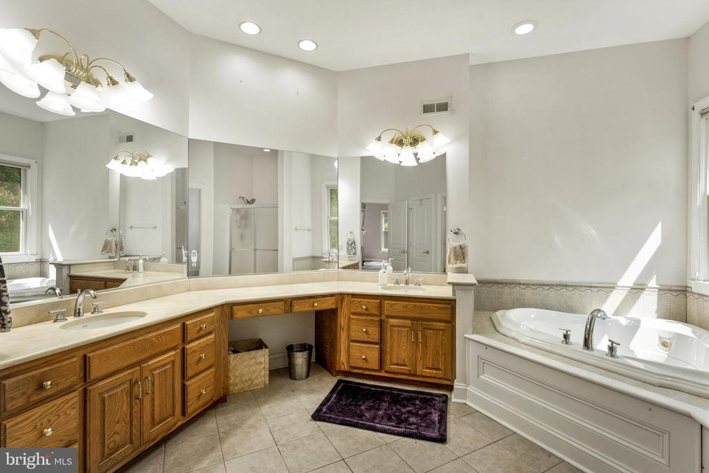 Dual vanities, jetted soaker tub - 4346 BASFORD RD, FREDERICK