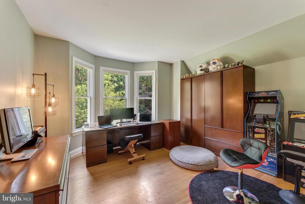 Separate office or den, hardwood floors - 4346 BASFORD RD, FREDERICK