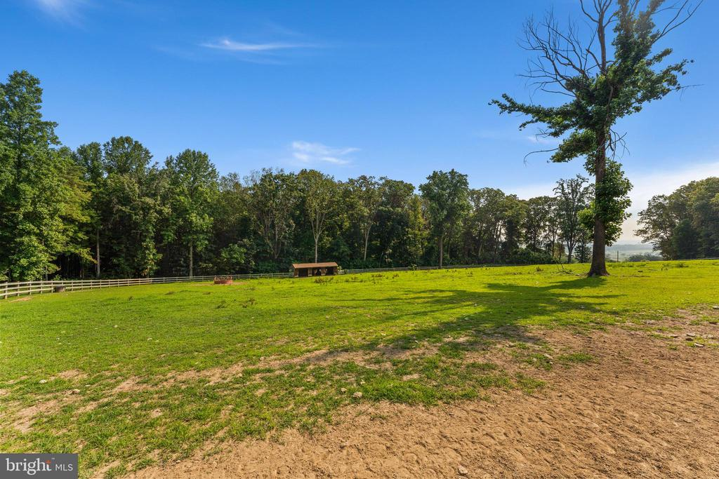 2.25 acre pasture with mountain views - 4346 BASFORD RD, FREDERICK