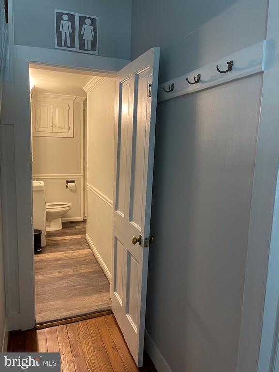 Main level full bath - 410 S NURSERY AVE, PURCELLVILLE
