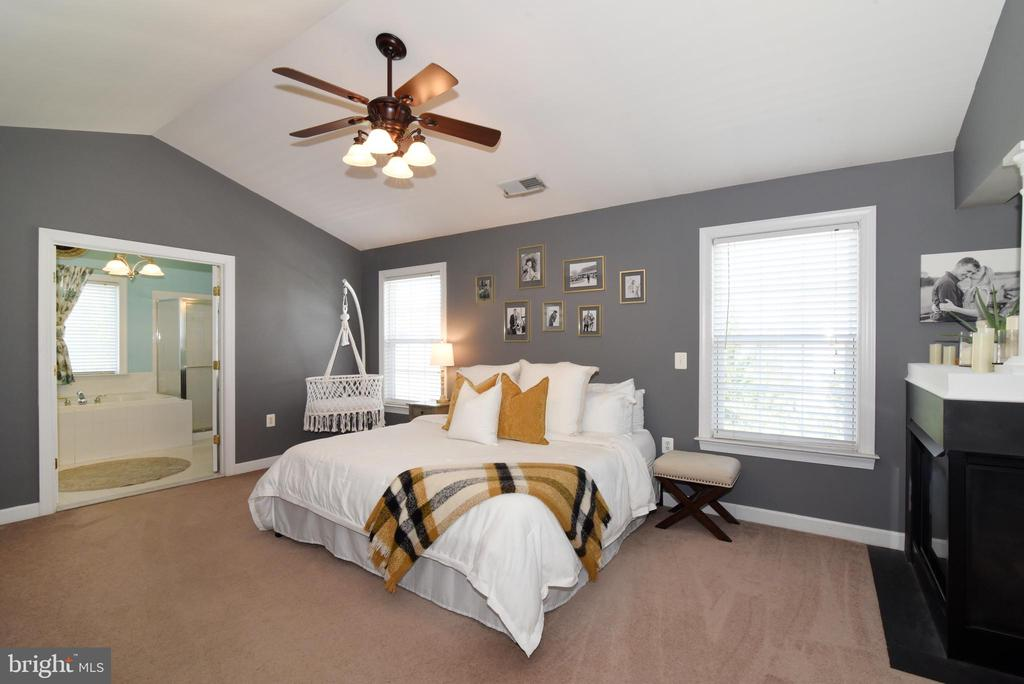 Owners suite - 43298 HEATHER LEIGH CT, ASHBURN
