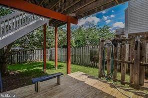 Large walk down deck and patio - 25506 CROSSFIELD DR, CHANTILLY