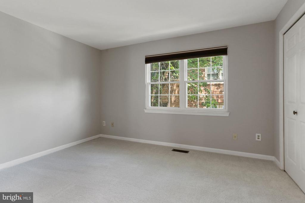 Bedroom one with fresh paint and carpet - 920 S ROLFE ST, ARLINGTON
