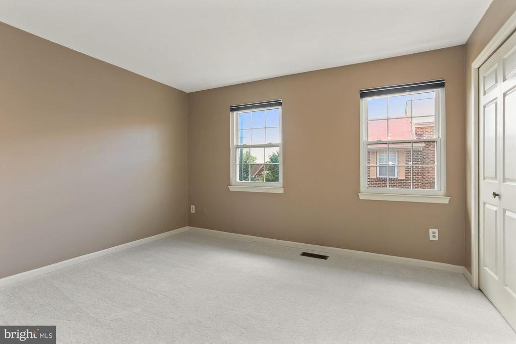 Bedroom two with new carpet - 920 S ROLFE ST, ARLINGTON