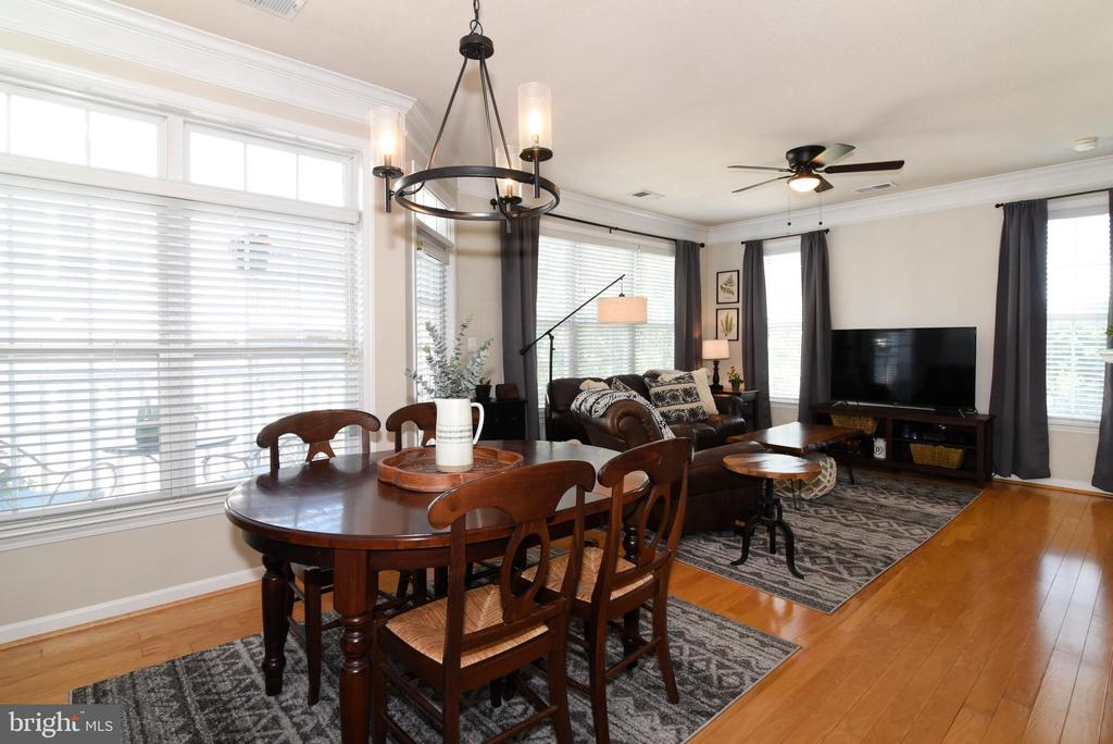 Living/Dining Combination - 501 SUNSET VIEW TER SE #306, LEESBURG