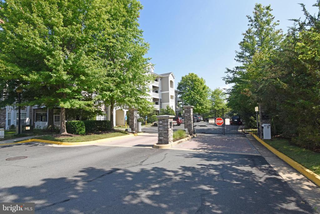 Gated Community - 501 SUNSET VIEW TER SE #306, LEESBURG