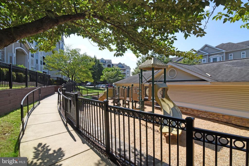 Playground - 501 SUNSET VIEW TER SE #306, LEESBURG